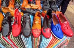 Almaty - scarpe di cuoio variopinte immagini stock libere da diritti