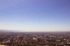 Almaty stadssikt från den Koktobe kullen, Kasakhstan Royaltyfri Fotografi