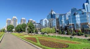 Almaty - tau di Nurly del centro di affari - panorama Immagini Stock