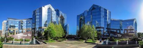 Almaty - tau di Nurly del centro di affari - panorama Fotografia Stock Libera da Diritti