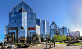 Almaty - tau di Nurly del centro di affari - panorama Immagini Stock Libere da Diritti