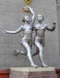 Almaty - vecchia scultura dei corridori delle donne Fotografia Stock Libera da Diritti