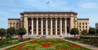 Almaty - vista panoramica alla vecchia Camera di governo e del quadrato Fotografia Stock