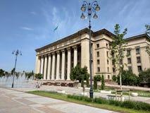 Almaty - vista panoramica alla vecchia Camera di governo e del quadrato Fotografie Stock