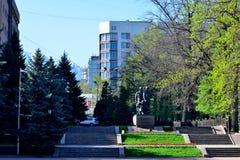Almaty zwycięstwa pomnik na słonecznym dniu Zdjęcie Stock