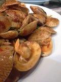 Almejas sofritas con goma asada del chile Foto de archivo