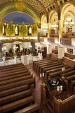 almemar的比马和犹太教堂的内部,由木头制成 免版税图库摄影