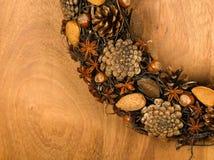 Almendras Anise Stars Hazel de los conos del pino de la decoración de la guirnalda de la Navidad Fotografía de archivo