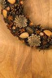 Almendras Anise Stars Hazel de los conos del pino de la decoración de la guirnalda de la Navidad Fotos de archivo libres de regalías