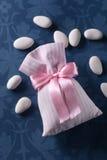 Almendras azucaradas para el bautismo Imagenes de archivo