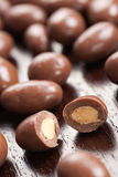 Almendras en chocolate Imágenes de archivo libres de regalías