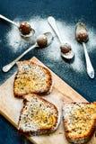 Almendras garapiñadas de la torta y del chocolate del limón de Bundt Imagen de archivo libre de regalías
