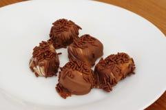 Almendras garapiñadas del chocolate Imágenes de archivo libres de regalías