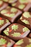 Almendras garapiñadas del chocolate de la Navidad Foto de archivo