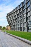 Almere, Países Baixos - 5 de maio de 2015: Prédio de apartamentos 'a onda' neste centro da cidade moderno de Almere Imagens de Stock Royalty Free