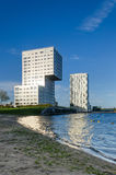 Almere, Países Bajos - 5 de mayo de 2015: Construcciones de viviendas del horizonte de Almere Stad Foto de archivo