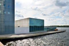 Almere, Paesi Bassi - 5 maggio 2015: La costruzione moderna del teatro in Almere, Flevoland Fotografie Stock Libere da Diritti