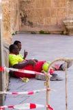 Almeria, Spanje 1 September, 2014: Het onderhoud van de arbeidersstraat, Li Stock Foto's