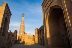 Alminar de Khoja del Islam en Khiva fotos de archivo