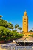 Alminar de la mezquita de Koutoubia en Marrakesh en la luz de la tarde Imagen de archivo libre de regalías