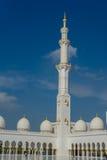 Alminar en la mezquita magnífica Sheikh Al Zayed en Abu Dhabi Imágenes de archivo libres de regalías