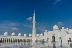 Alminar en la mezquita magnífica Sheikh Al Zayed en Abu Dhabi Imagen de archivo