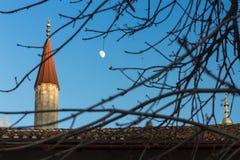 Alminares del palacio de Bakhchisarai en la Crimea debajo de la luna Foto de archivo