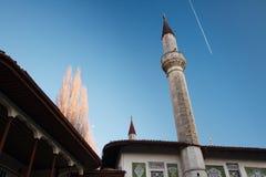 Alminares del palacio de Bakhchisarai en la Crimea debajo de la luna Foto de archivo libre de regalías