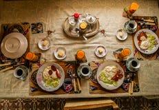 Almoço caseiro para uma família inteira Fotos de Stock