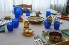 Almoço com placas coloridas imagem de stock