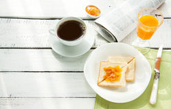 Almoço completo - café, suco de laranja, brinde Imagens de Stock Royalty Free