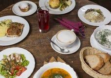 Almoço na tabela do vintage imagem de stock