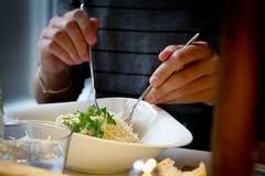 Almoço no restaurante na moda. foto de stock royalty free