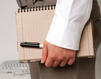 Almofada de nota da terra arrendada da mulher de negócio Fotografia de Stock