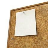A almofada de nota e o pino do impulso isolado na cortiça embarcam Fotografia de Stock