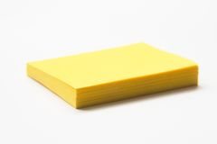 Almofada de nota pegajosa amarela Fotos de Stock Royalty Free