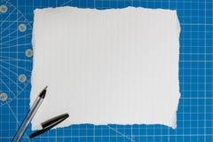 Almofada desiging azul com papel vazio branco Imagem de Stock Royalty Free