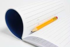 Almofada e lápis de nota Fotografia de Stock Royalty Free