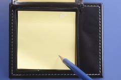 Almofada e lápis de nota Fotos de Stock Royalty Free
