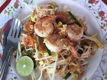 Almofada tailandesa com camarão Imagens de Stock