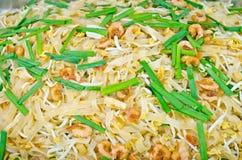 Almofada tailandesa tailandesa, macarronetes do alimento da fritada do Stir com camarão   fotos de stock