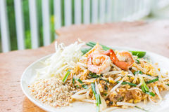 Almofada tailandesa tailandesa, macarronetes do alimento da fritada do Stir com camarão Imagem de Stock