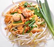 Almofada tailandesa tailandesa, macarronetes do alimento da fritada do Stir com camarão Foto de Stock Royalty Free