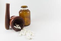Almofariz e medicina de madeira Imagem de Stock Royalty Free