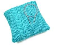 Almohada azul hecha punto Imágenes de archivo libres de regalías
