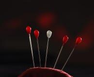 Almohada de la aguja con los pernos Imagen de archivo libre de regalías