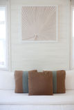 Almohada de lujo en la cama Fotografía de archivo libre de regalías