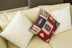 Almohada en el sofá Imagen de archivo