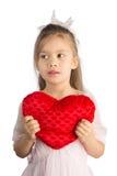 Almohada en forma de corazón de Girlwith fotos de archivo libres de regalías