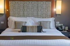 Almohadas en cama Fotografía de archivo